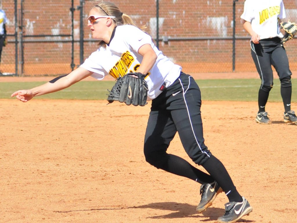 Softball Takes on Charlotte and Virginia Tech in Mid-Week